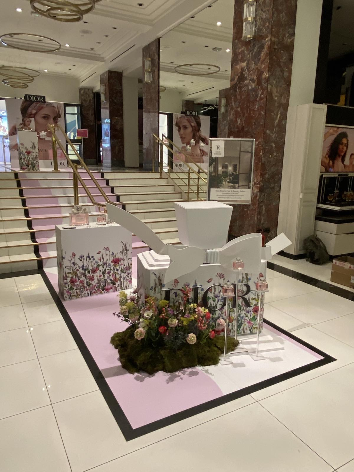 Dior Staging